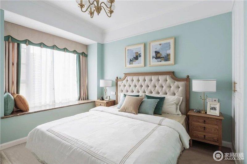主卧选用原木色家具平衡蓝绿色墙壁的明度,软包床头符合人体贴合舒适度,整体营造安逸自在的睡眠氛围,让主人睡个好觉。