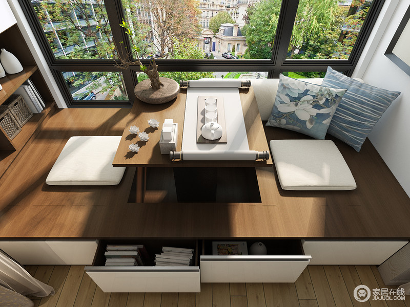 榻榻米床下方可以设计储物柜,可以将一些不常用的东西存放在榻榻米里,充分利用空间里的储物功能。