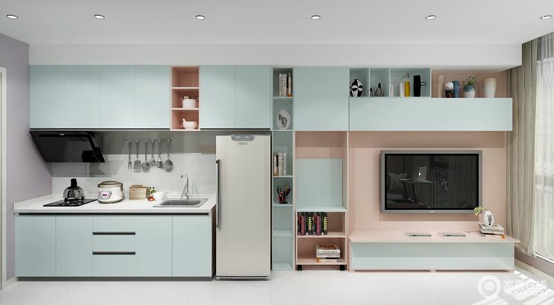 客厅与厨房都以蓝色板材为主,以收纳性设计提升了生活的实用度;随意翻折而出的小小学习区,满足主人对家居空间的多重需求。