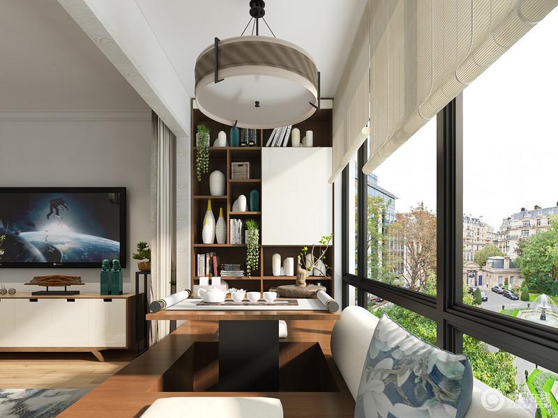 榻榻米的升降台面,为饮茶提供了便利,不仅可以同时满足两个人同时使用,其台面归置后,也能让榻榻米变成一个更为宽敞的空间,方便其他活动进行。