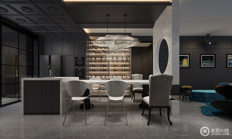 圆形中空的石材横亘在客厅与餐厅中间,隔而不断,分而不离的空间里,让开放式空间设计给人以通透之感避免视觉压迫,这样的空间构造为的是在最佳位置欣赏花园和风景,建立一个稳定的气氛。