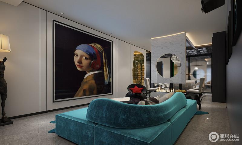 主人追求时尚与未来感,明确拒绝传统风格,对居住空间有着清晰理解,所以,设计师在设计的时候,整体采用黑白色调,营造抽象与对比,带珍珠耳环的少女图脉脉的凝望,让生活富有极致的优雅;空间没有采用多余的色彩,却利用蓝色法兰绒沙发和、黑色单椅,为主人营造了一个,没有喧嚣与繁冗,却尊贵范儿十足的生活。