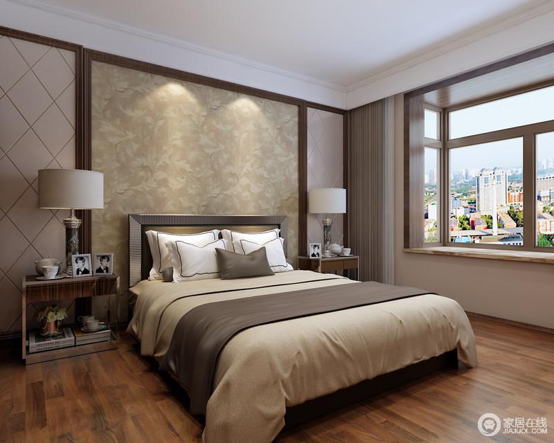 卧室被布置的静谧温馨,米色调从床头花纹蔓延至床品,温柔的与地面厚重木色搭配,营造空间上的闲情逸趣;床头装饰上,对称的设计了木线修饰的菱纹浅驼软包,烘托着金属实木床头柜,使纯朴的空间多了几分现代意味。