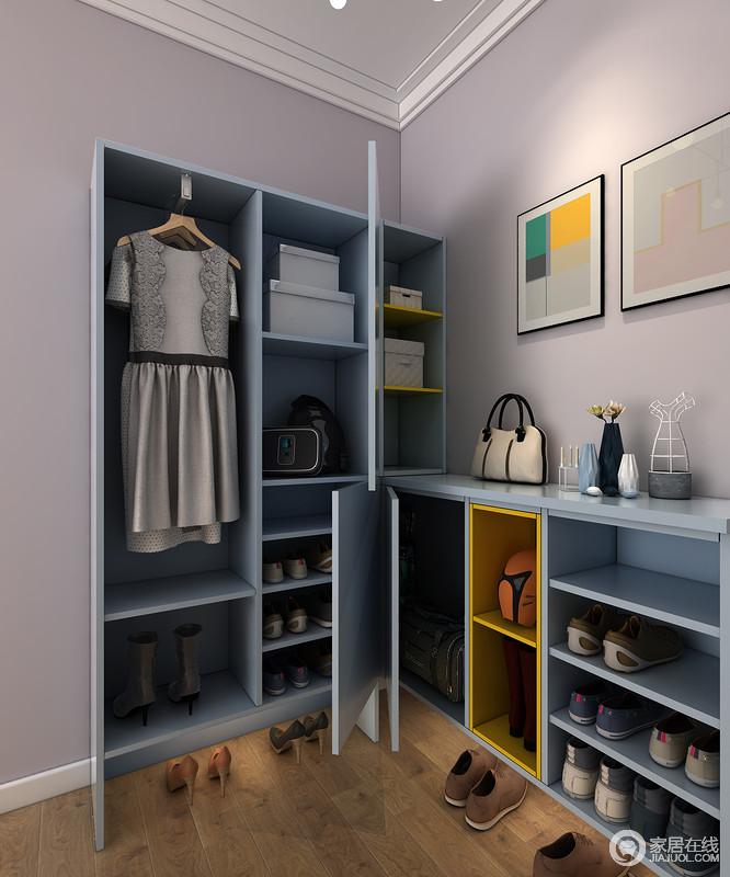 整个门厅利用储物柜实现了收纳,蓝色柜体是凸显了现代简洁,不管是鞋柜和衣柜,尽可满足主人的生活需求。