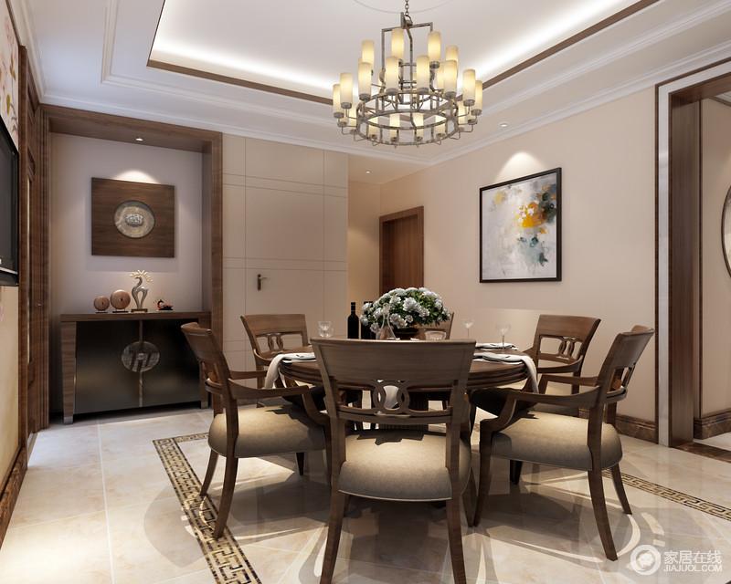 餐厅地面上回纹渲染烘托,灰褐色的餐桌椅承载着平和而安定的生活态度,围合出低调合乐的就餐氛围;酒柜复古且沉厚,一侧的墙面则创意的利用线条的演绎,设计了隐形门,使简约古雅的空间趣味满满。