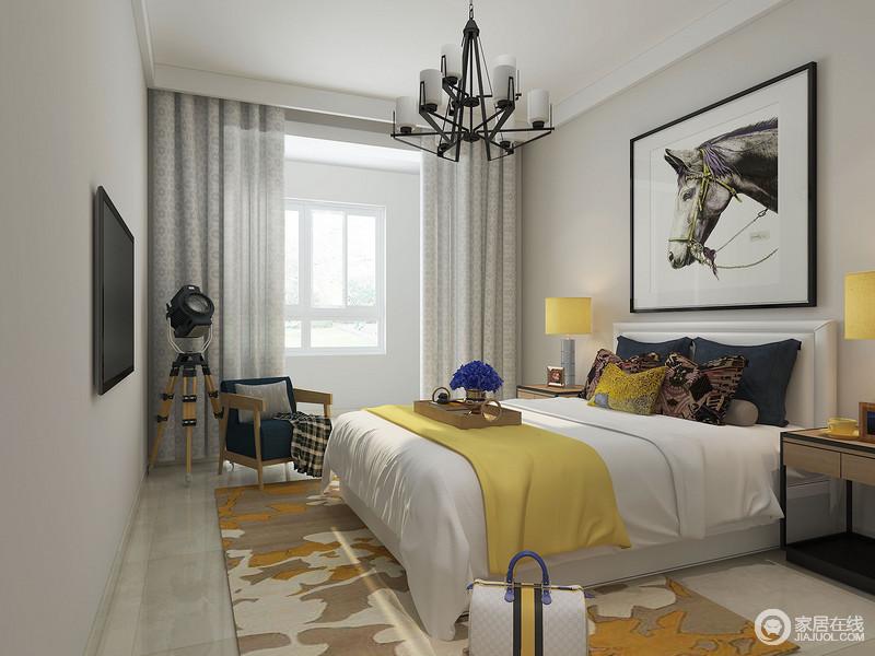 卧室以浅灰色来粉刷墙面与地面构成一种和谐,却营造出一种素静,就连灰色的窗帘都采用同色系;而现代等的家具以对称的和谐,表达温馨,但是黄色毛毯和棕黄色图纹地毯搭配黑白色的挂画,构成现代张力,却格外别致。