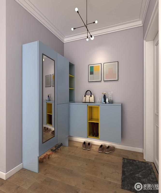 利用柜体转角,最大化收纳工具杂物,通过转角柜实现高低柜结合,穿衣镜柜门方便整理仪容,同时增加空间开阔感。