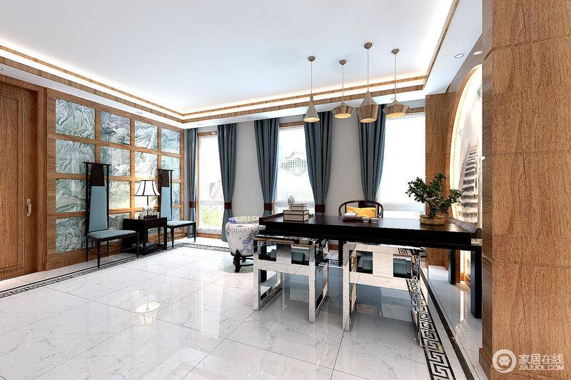 深蓝色窗帘成排悬挂在餐厅中,十分优雅;中式条案搭配金属质感的休闲椅并无违和感,反而呈现出上乘;黄铜吊灯与原木共同打造了一个温暖的空间。