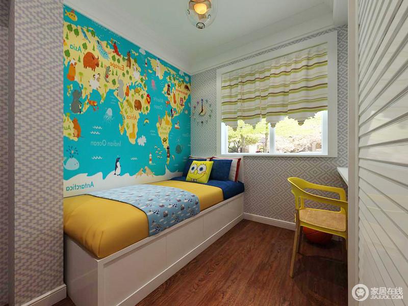 书房里用了榻榻米,加上简简单单的书桌和墙漆来衬托。