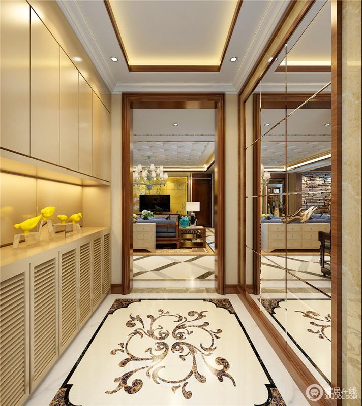 门厅处以拼花砖的效果来突出欧式的轻奢,拼接镜不仅提亮了空间,也方便主人出入使用,定制的鞋柜发挥了空间的作用,也巧妙解决了储物。