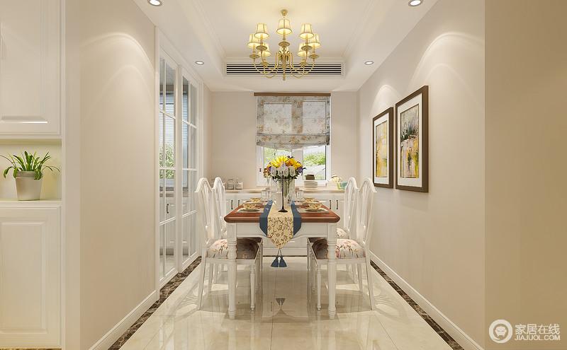餐厅带着一丝优雅的简欧风,餐桌和餐椅以白色为主,与背景墙形成层次;顶部一盏金黄的古典灯饰与餐桌上灿烂明媚的花艺辉映,增添了生趣。