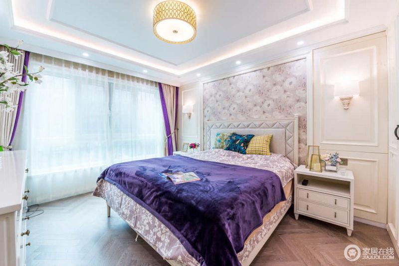 卧室主打神秘优雅的紫色,辅以浪漫的粉色,让空间显得高贵典雅。