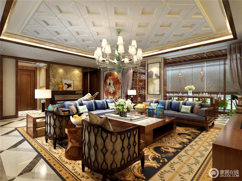 客厅与阳台利用中式屏风隔断来区分,为空间融入了东方空灵,新中式家具在简欧地毯的衬托中,具有了不一样的奢华;不管是欧式吊灯、中式壁纸和抽象的油画,一器一物都为生活增添了不少艺术气息。