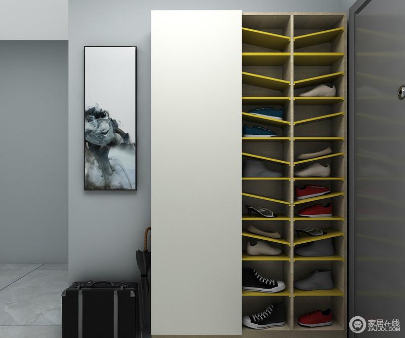 门侧方墙面还可用镜面或装饰进行补充,使整个墙面的利用率更高。