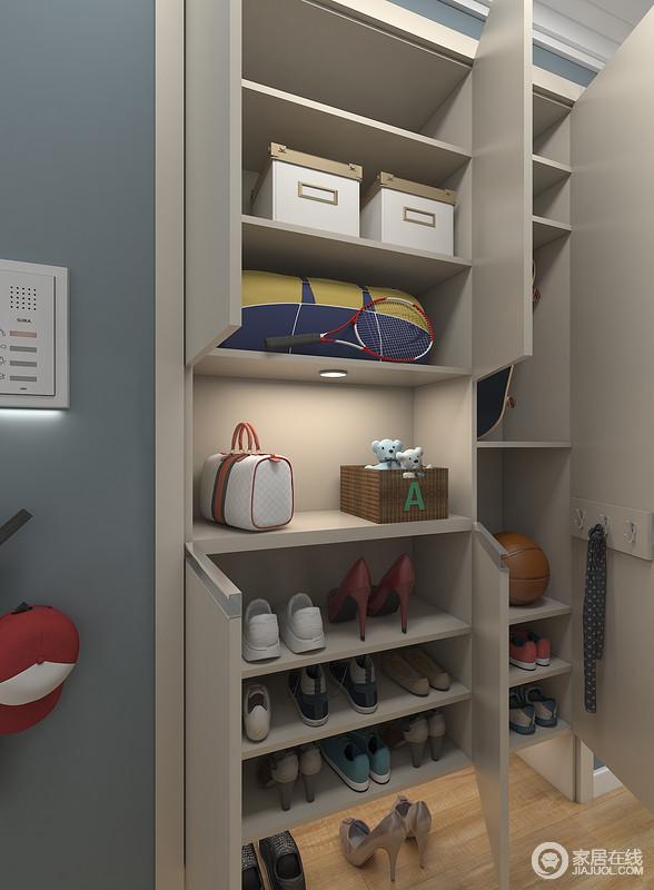 内置式门厅柜可入墙放置,并根据不同需求定制不同结构。可固定收纳常用鞋18双,拖鞋3双。设有台面,放置包和随身物品。
