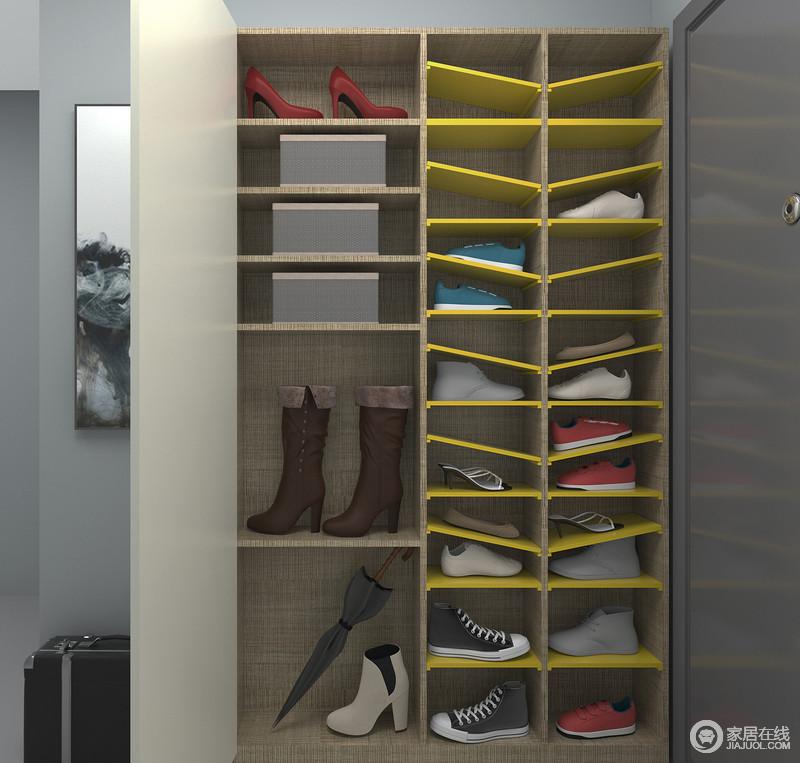 鞋柜门板内部可额外收纳高筒靴2双,鞋盒4个,满足基本的门厅使用需求。