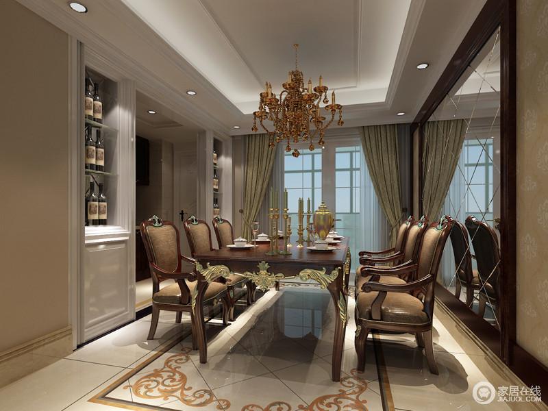 精致的花纹从餐桌到地面,浪漫的渲染着餐厅的就餐氛围;酒柜对称入墙,细腻的白色减弱了餐桌椅的厚重感;大面积的墙面镜装饰,无形中拓展了空间的纵深。