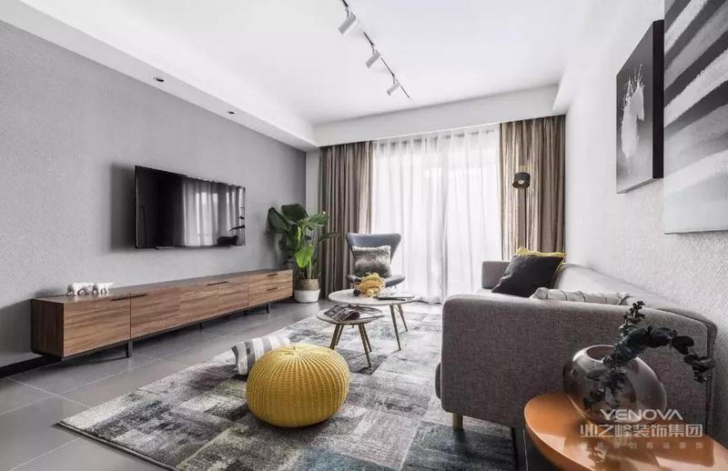 大白墙搭配灰色地砖,极简顶面采用轨道射灯取代主灯,简约装修省钱,颜值还不低,实用。