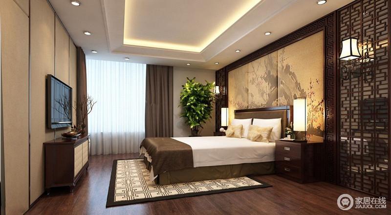 卧室非常的宽敞,天花采用跌层设计,加入灯带营造,拉伸了空间高度;床头背景墙以国画风格的水墨烘托,呼应着地毯上的中式纹饰,空间的古典韵味被呈现出来。