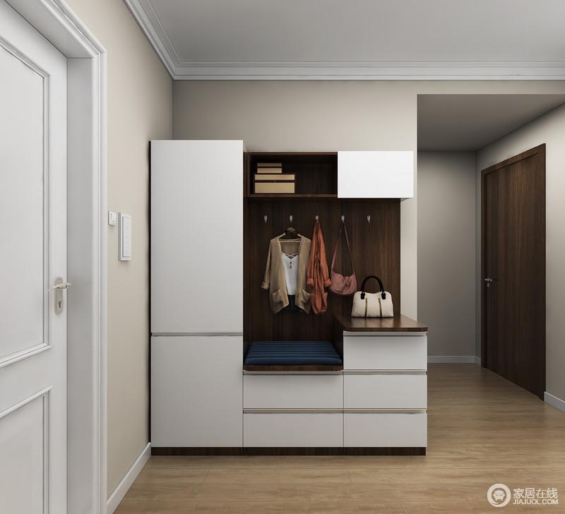 功能分为两大区域,左侧为深度收纳区,衣物及大件物品可封闭收纳,右侧设置坐式换鞋区及常用物品收纳区。