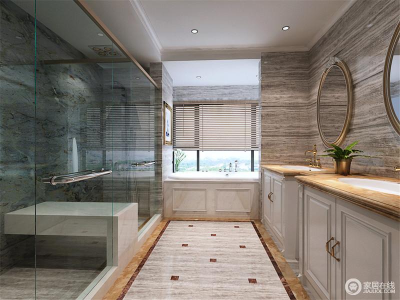 独立式的双盥洗台,适合多人同时使用。岩层状的大理石墙带来野性的自然感,通透的玻璃有效分隔出干湿区域;而白色的浴缸靠窗依格局定制设计,充分合理使用空间。