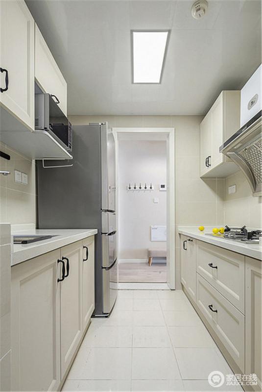 厨房内部以米色为主,搭配青色的局部设计,更显小清新感,同时,也更为实用。