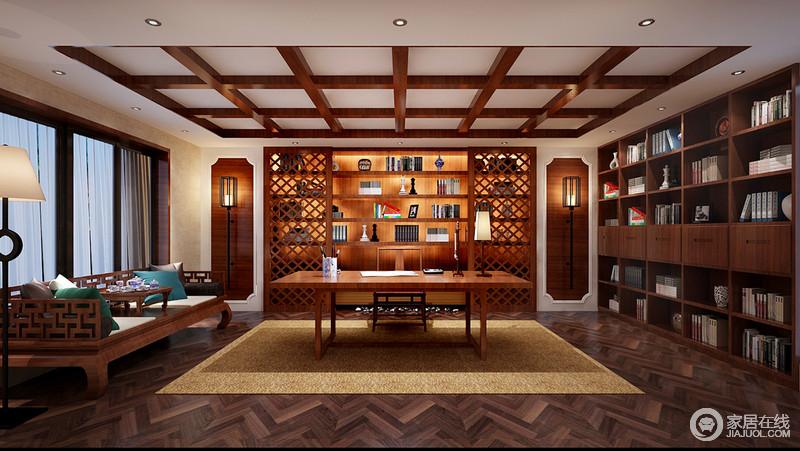 书房整体木色的画面让主人沉寂在书的海中,几何木楞吊灯与书柜相得益彰,尽显立体美学;设计师借助与窗帘的元素将展陈柜设计成窗棂式的木柜门,灵动了不少,而中式书桌搭配中式床榻,让东方禅静给你一个独处的雅致空间。