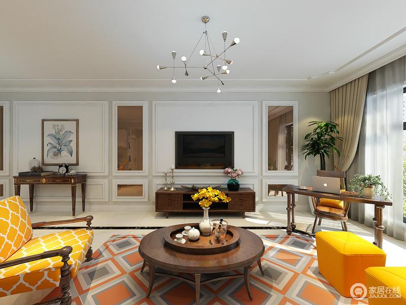 客厅电视墙在打底的浅灰上,装饰了白色的石膏线墙板,营造出细腻的凹凸立体感;嵌入的香槟金镜面,折射着空间的橙黄,愈加有着耀眼的光彩;电视柜一侧靠窗位置,设计师布置了书桌椅,用于日常的休闲办公。