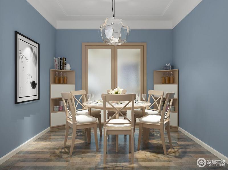 另一种形式的转角餐边柜可以将就餐空间再次放大,当然两种不同的感觉都在于您对的生活方式的不同习惯。同样建议在这样的空间里为高频率使用餐厅的您及家人设计了具有人文关怀的圆餐桌。