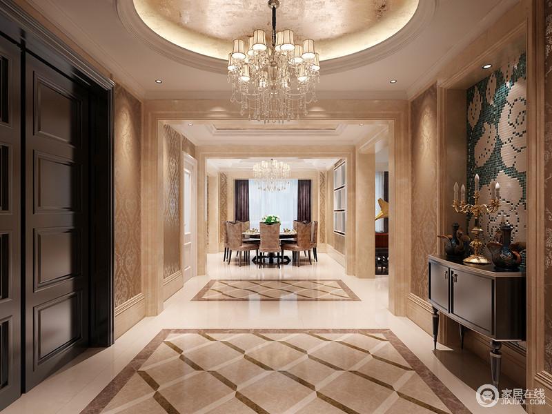 门厅进家门时就被温馨的色调多感染,精致的马赛克装饰、金箔吊灯,都在表达欧式设计的华丽;即使菱形的地砖看似简单,但是黑色边柜的庄重与尊贵,与水晶灯的璀璨,足够让你享受这份奢美。