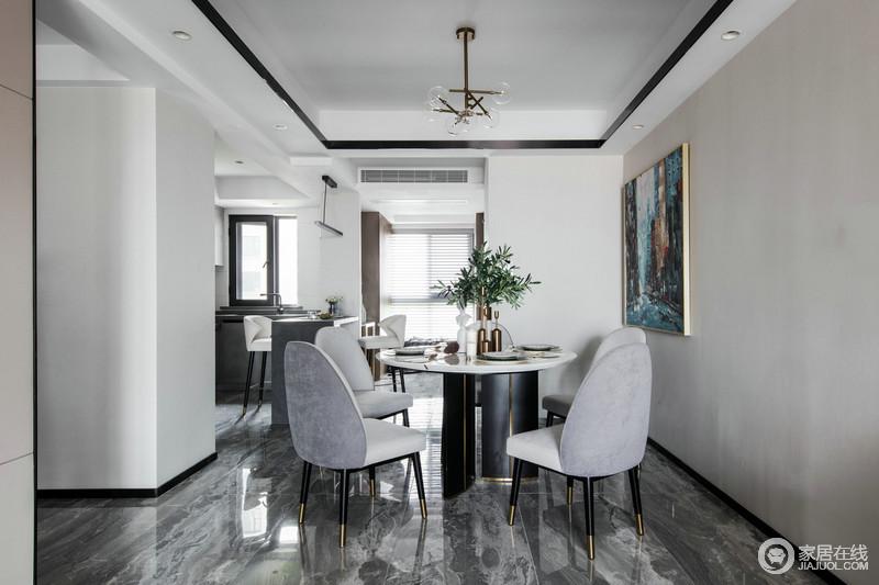 餐厅空间不够敞亮,我们选择了底座设计感比较足的餐桌,五把后现代餐椅点缀出精致的用餐仪式感,地砖的深灰色与餐椅的浅灰色,让原本留白的空间,有了抽象之意,时尚之余,精致简洁地吊灯、蓝色底的油画,都提升了空间的轻奢。