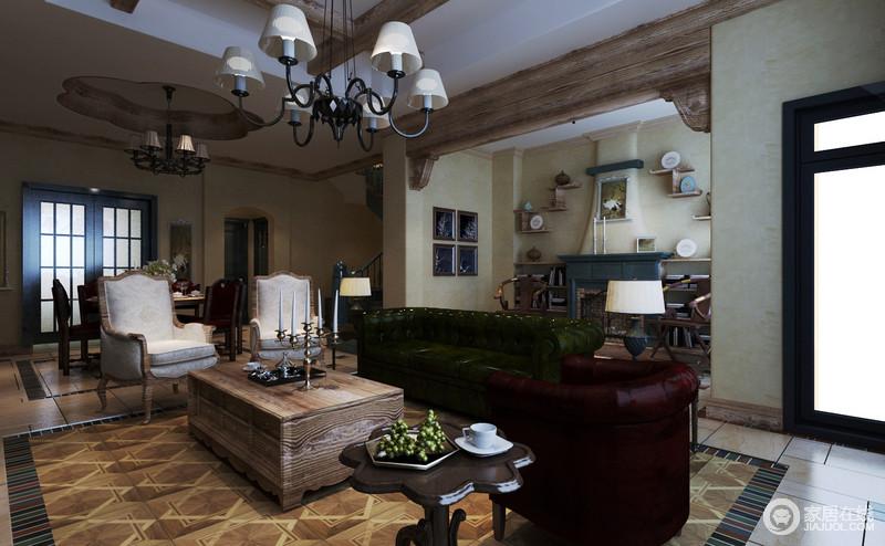 客厅开放式的设计以动线作自然分区,美式沙发以红绿组合彰显经典和华贵,搭配美式木椅和原木茶几营造出古色朴质;几何造型的地面增添了不少动律,让整个空间格外精细,表达着美式不羁与厚重。