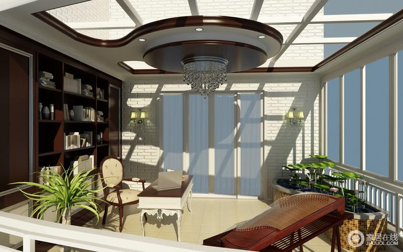 将阳台打造成书房空间,引入自然阳光给予室内最充足的光线。一面是高雅深色书柜与欧式家具,一面是极具古典韵味的古筝、荷花池,将不同风格融合在其中,打造中西风情的惬意空间。