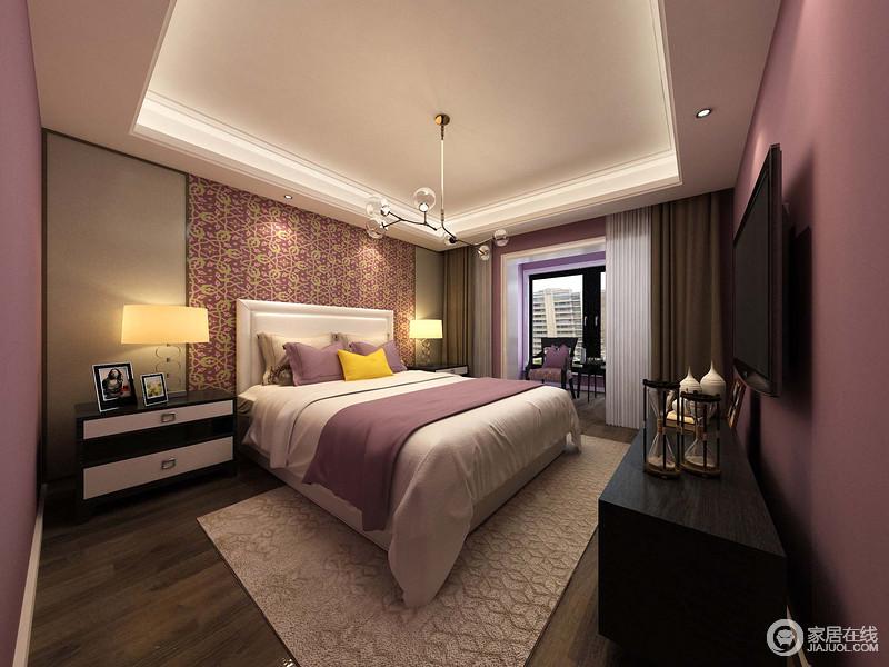卧室粉刷了紫色漆,因白色吊顶内的灯带多了梦幻,无形中为空间升温;家具以黑白色为主,并以对称的方式,让家更为和润饱满,让主人生活得足够舒适。
