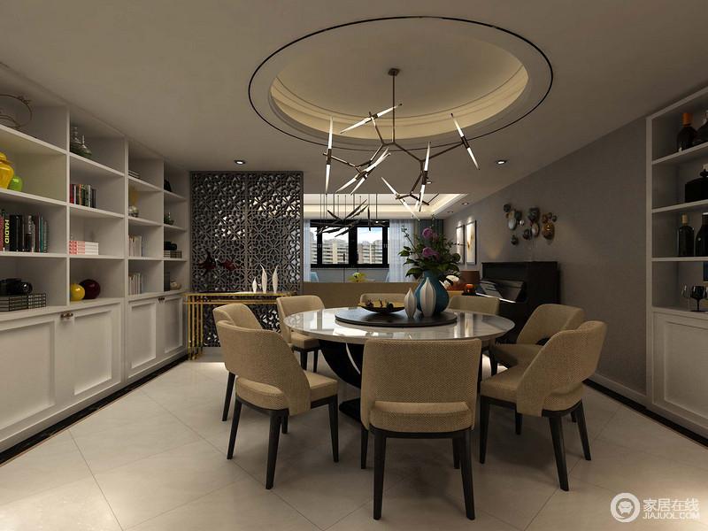 餐厅圆形的吊顶让原本方正的空间变得柔和了不少,虽然大量的储物柜放置在圆桌和现代餐椅两侧,却让就餐也变得温馨不少。