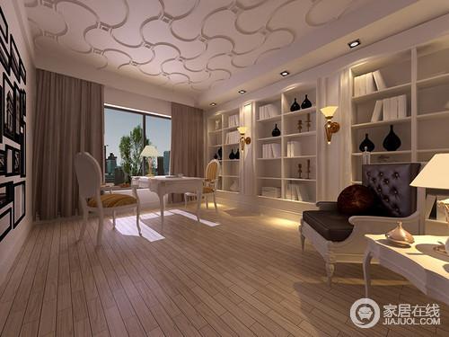 舒适的木地板有着自然的温润和朴质,天花板则用石膏曲线勾勒优美的造型,上下对比映衬,彰显出的灵动活泼呈现;书架内嵌并占满整面墙,与对称的照片墙散发着文艺情调;书桌椅与休闲椅摆放疏落,点光源的布光,让空间闲趣又幽静。