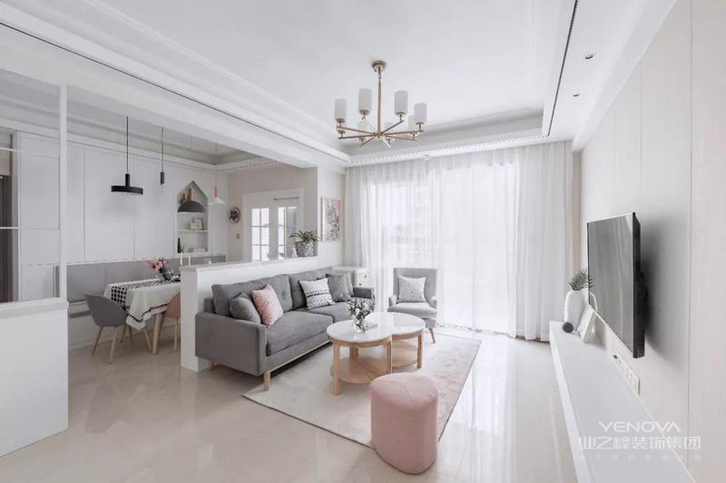 客厅以洁净的空间基础,沙发矮墙后方就是餐厅区域,整个空间简单整洁,以舒适的软装为主,营造出轻松惬意的氛围。