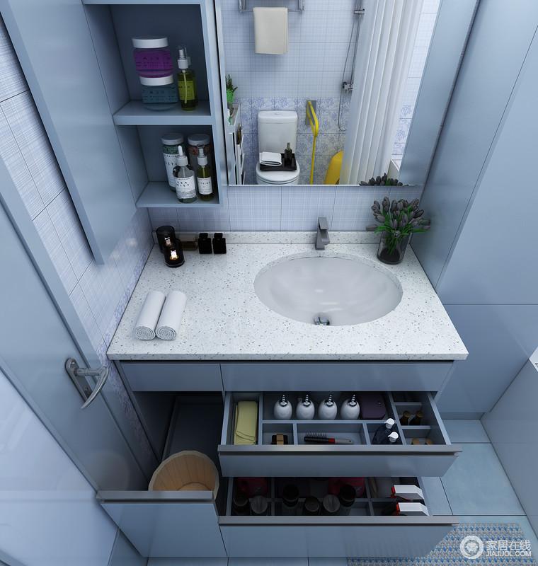 地柜:抽屉设计,更便于使用者拿取物品免去弯腰的动作。专门设置的抽屉可用来放置大型物品和泡脚木盆。