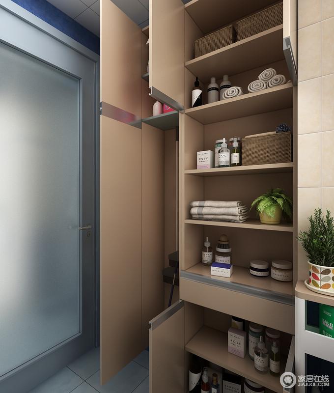 工具柜是设置合理的利用了卫生间内的空间,又提供了强大的收纳空间,可以放置衣架,洗衣粉,和一些家政工具等。