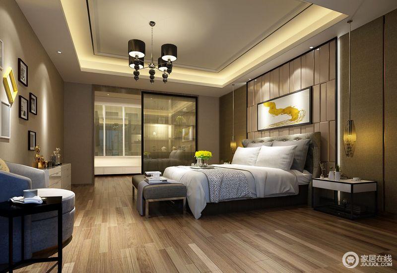宽敞的卧室中,床头一缕黄色的工艺画点亮整个空间,床头吊灯别致与实用兼顾。
