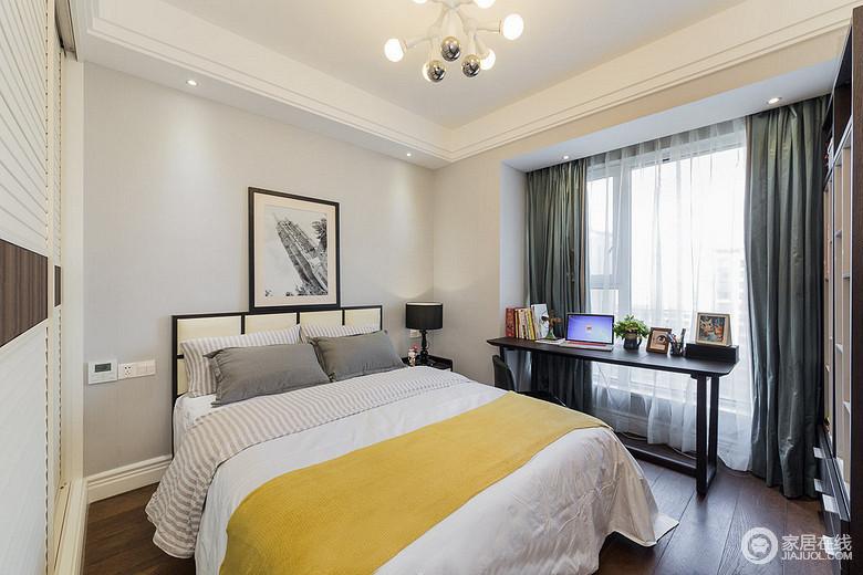 卧室布置的简单大方,浅灰色的墙面素雅清新,与灰白床品诠释出舒适温馨;一抹活泼的姜黄,点缀出时尚活力。