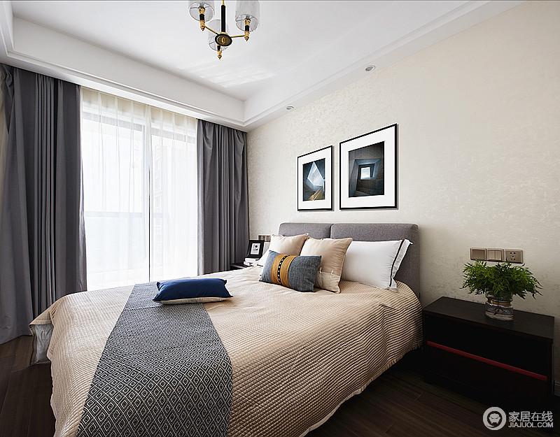 以舒适轻松为主的卧室,有干爽阳光的清香,亦有文艺范的味道,让生活足够舒适温馨;米色的墙面因为黑白抽象挂画、灰色窗帘,冷暖之间,构成生活的质感。