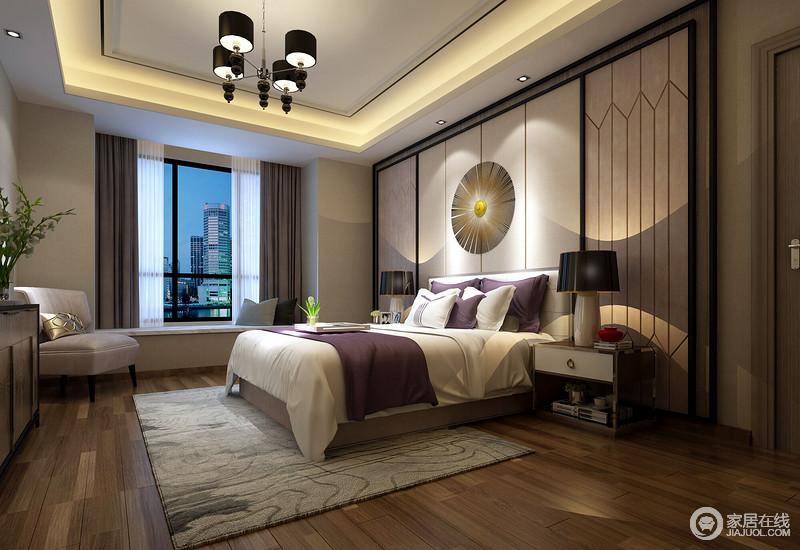 卧室在硬装处理上,运用灰色调和细腻光影布局,赋予空间生动的表情,玻璃与黑色不锈钢线条的硬朗与原木布艺的温和形成鲜明对比,再搭配极具艺术感的饰品,让人从中感受到主人不俗的生活品味和人文气息。