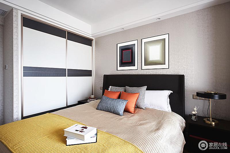 以简约线条为主的衣柜通过黑白组合,让家看上去更为利整;驼色壁纸搭配米色床品,在彩色靠垫的呼应着中,让简约风的挂画多了更多的艺术性。