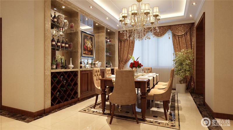 墙面的合理利用有助于空间的多功能性,设计师将酒柜入墙,以花金大理石材打底,加入镜面营造,使墙面实用性强;中央餐桌椅的选择,在呼应酒柜的同时更多彰显出舒适雅致,沉厚中不乏温情。