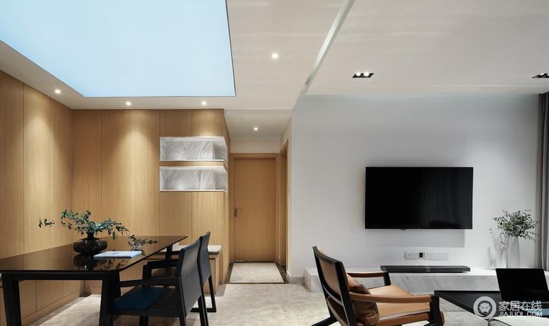 客餐厅的设计以自然细腻的材质与柔和淡雅的色彩营造出简洁大气的空间气韵,沉稳的家具增添了独特个性,代替一切繁复装饰,让人感觉到轻松自在。