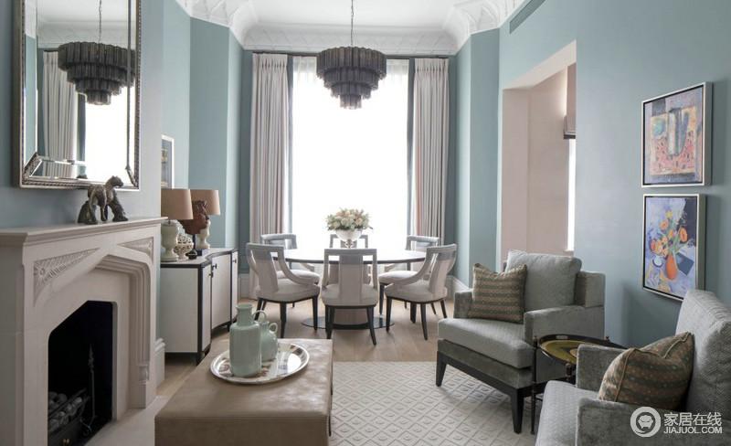 餐厅的落地窗给空间带来一种窗明几净的效果,浅蓝色漆将整个空间清和与静雅表现得淋漓尽致,驼色窗帘垂直而下,与现代古典餐椅的素色形成和谐,让家得体而温和,生活的格调也变得与众不同。