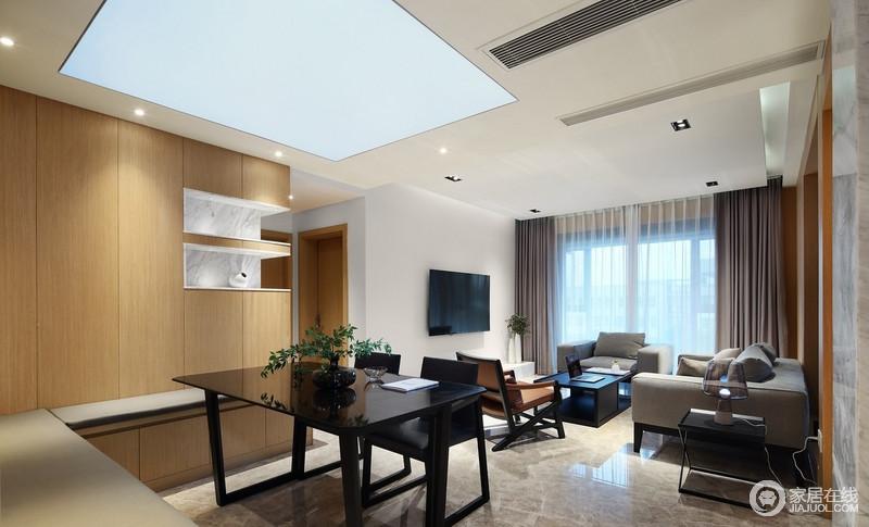 """客厅作为主要的功能区域,也是家中承载视觉享受之处,因此,客厅的布置显得非常简洁,简单的木饰面没有布置过多的杂物,达到""""物善其用""""的效果,让生活多了份舒适。"""