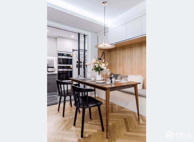 实木餐桌搭配黑色温莎椅更显档次,柔和的光线与精致的餐具让生活充满温馨感。
