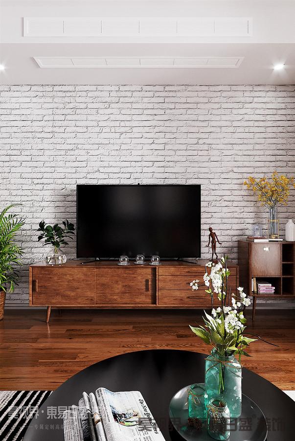 本案例是一套经典的小户型,套内净面积只有68平方米。卧室空间相对合理,但是客餐厨空间相对拥挤紧张。